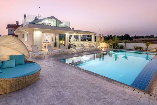 Villa Tzialli, holiday rental in Frenaros
