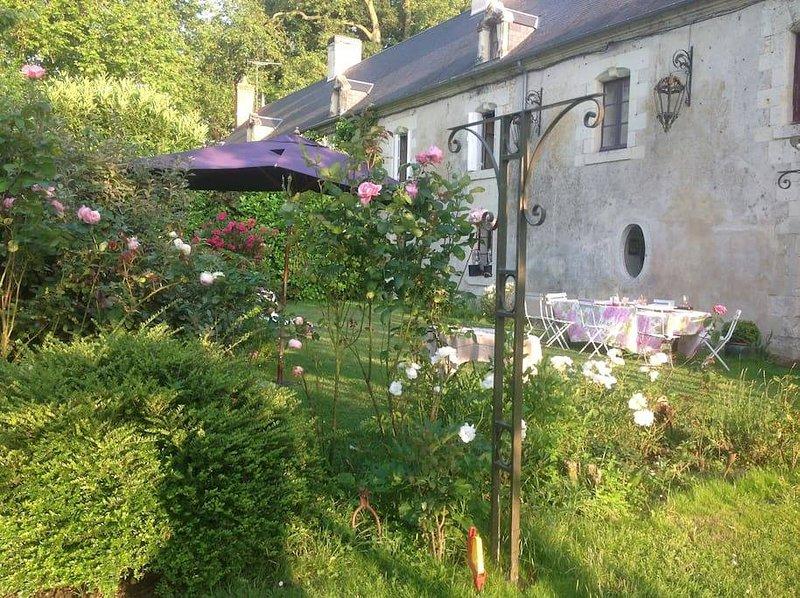 le logis du chateau de la Mothe Chandeniers, holiday rental in Les Trois-Moutiers