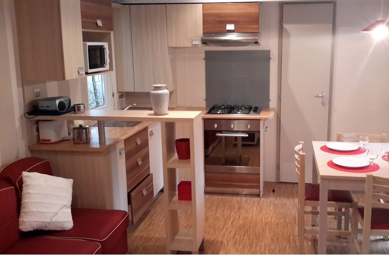 Beautiful bungalow with shared pool, vacation rental in Saint-Jean-de-Monts