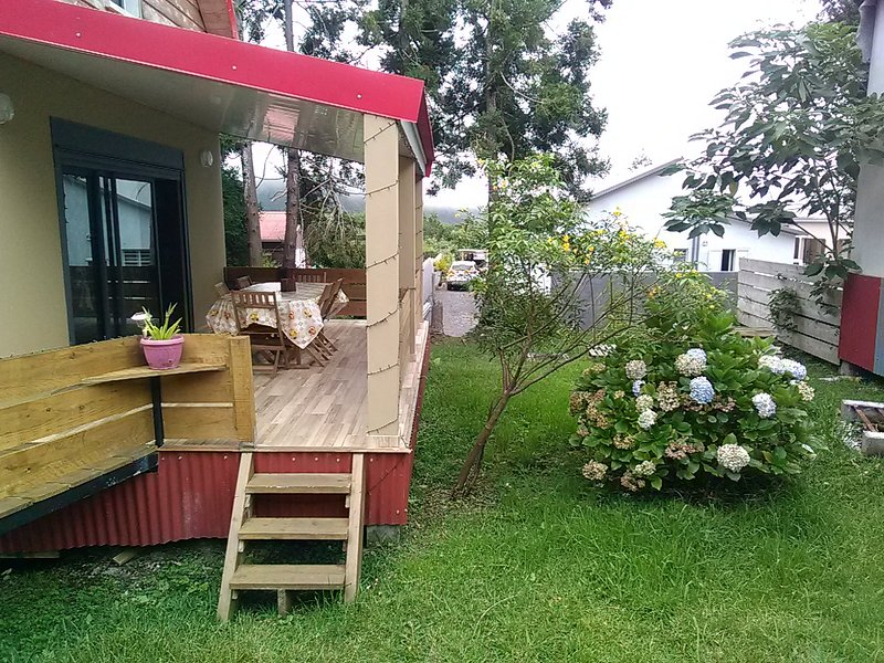 Bungalow with mountain view, vacation rental in Sainte-Anne