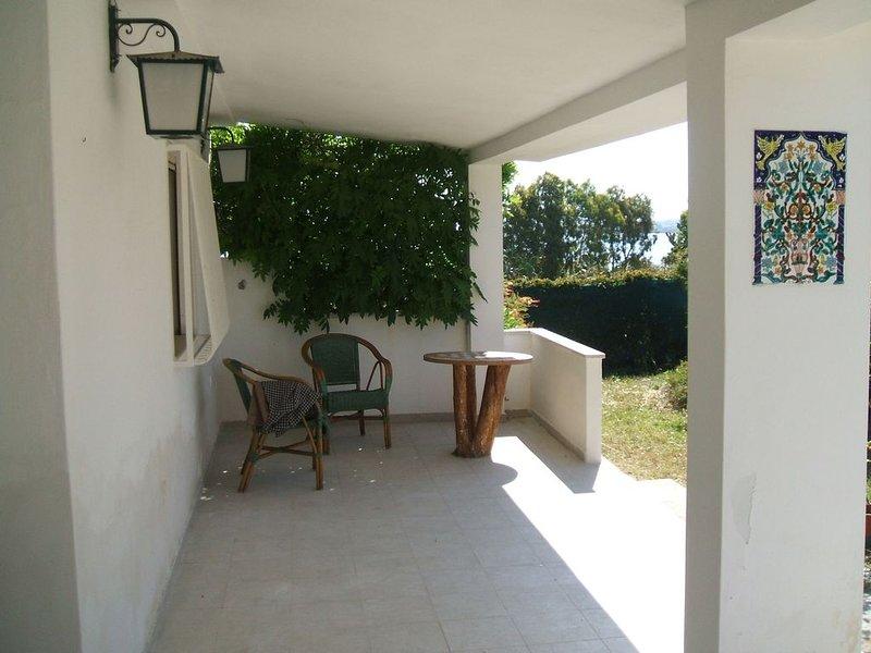 Nice house with terrace, casa vacanza a Calasetta