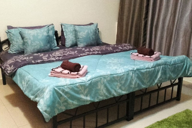 Large Room with En-suite Bathroom on the Beach Side, holiday rental in Ajman