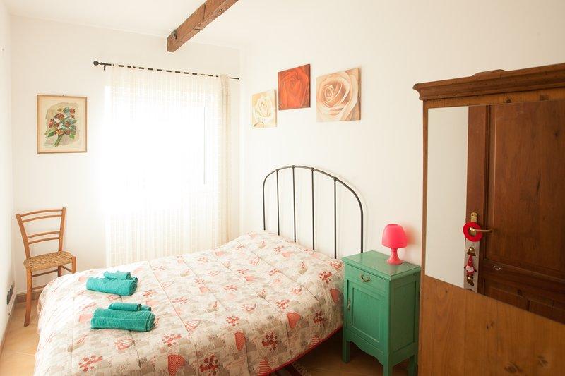 Casa Roberto B&B: La Niña, una stanza a misura di persona, con vista sul mare., holiday rental in Savona