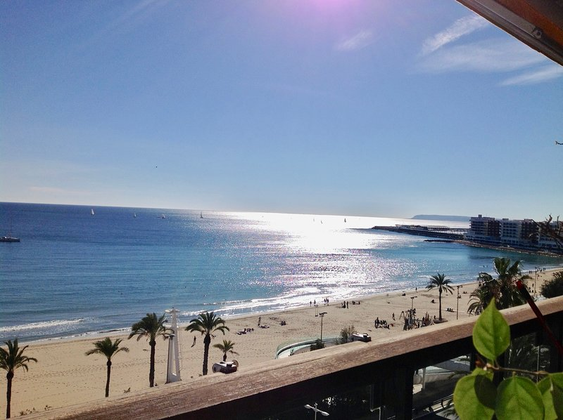 Apartamento Deluxe playa de Alicante, holiday rental in Alicante
