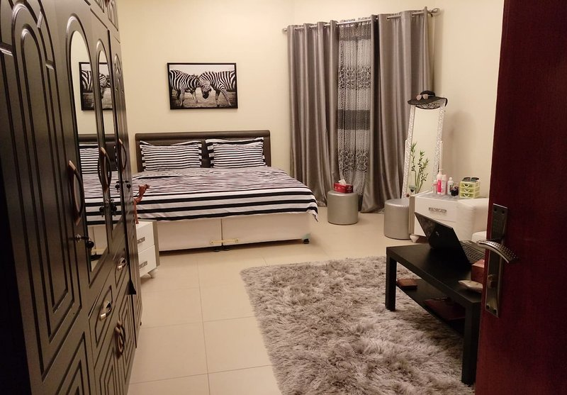 King Size Elegant Room with Balcony and Sea view, holiday rental in Ajman