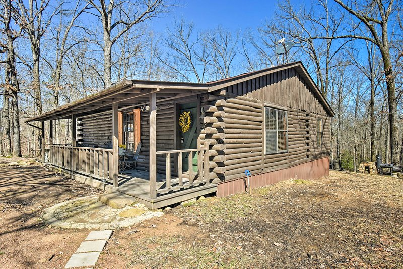 Get ready to relax at this Murfreesboro vacation rental cabin.