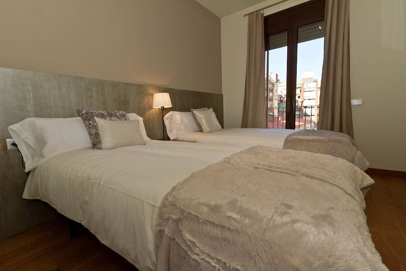 Lovely & Elegant Apartment with Terrace, holiday rental in Tres Cantos