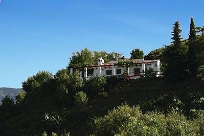 Sayalonga Villa Sleeps 4 with Pool - 5080276, location de vacances à Sayalonga