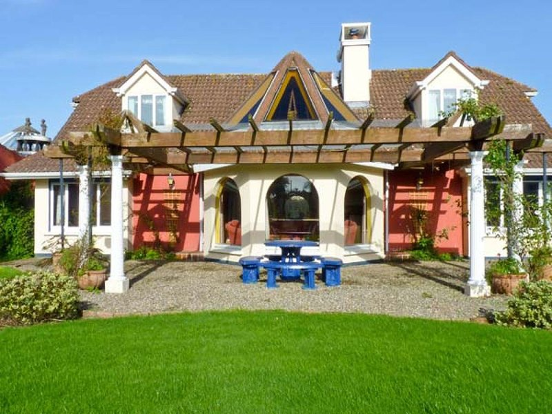 Ballysheen House, Carne, Co. Wexford - 4 Bed House - Sleeps 9 - Carne Self Cater, vacation rental in Rosslare Harbour