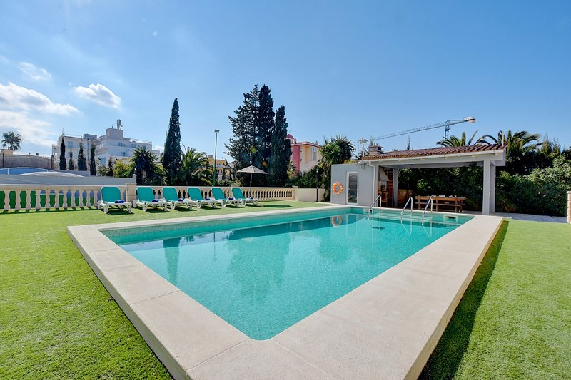 Villa Maravilas 2 next to the beach with private pool and garden, vacation rental in Can Pastilla