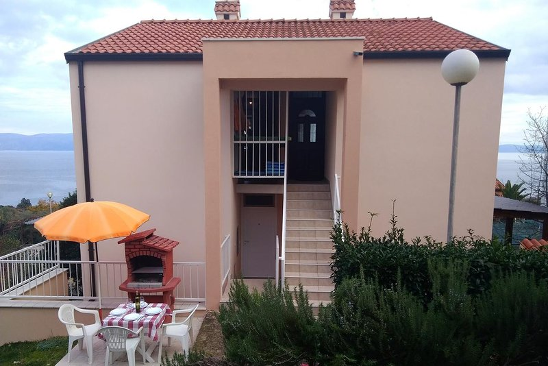 Ravni Apartment Sleeps 4 with Air Con - 5467430, holiday rental in Ravni