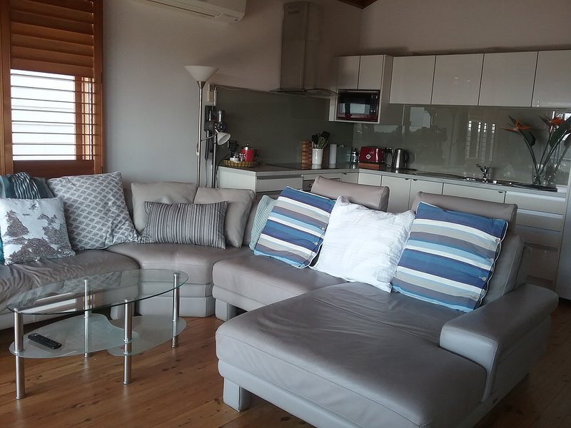 Sydney beachside apartment, superb views. Minimum 1 week from June, holiday rental in Randwick