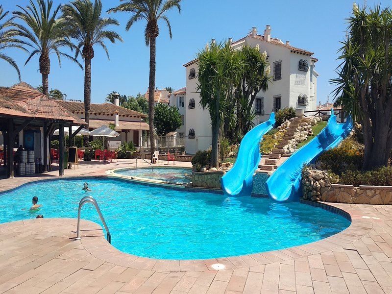 Terraced house with own plot. Free WIFI., vacation rental in Denia