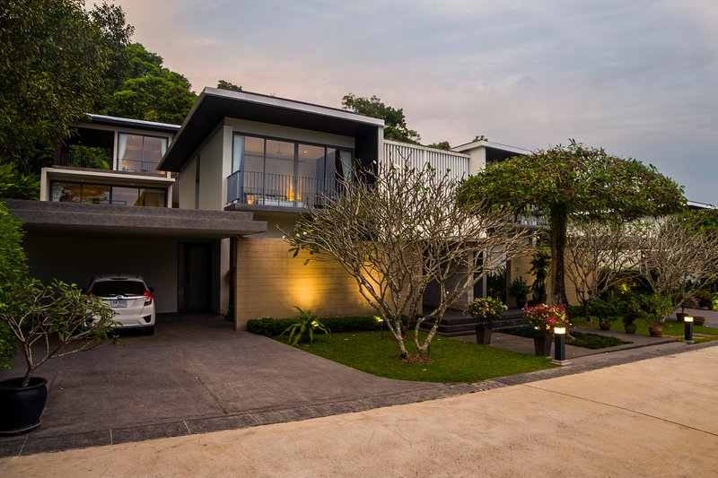Exclusive 3BR Luxury Pool Villa with Sea View, casa vacanza a Koh Kaew