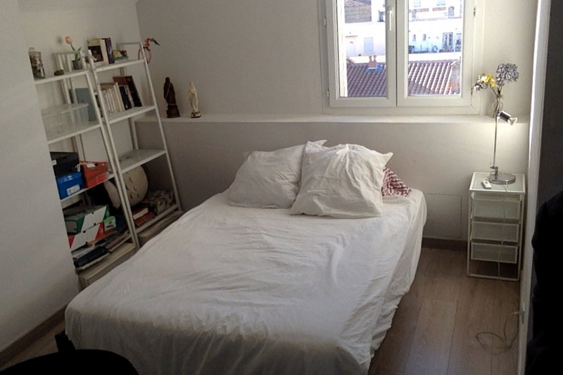 Loft design 70 m2 avec Wifi, Clim, terrasse (commune) et Barbecue, location de vacances à Baho
