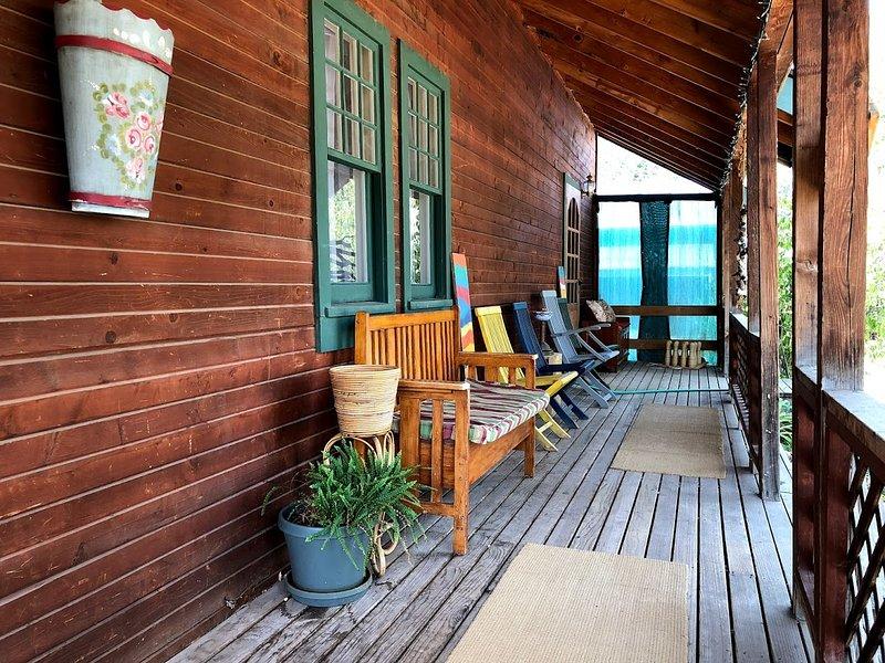 Le porche orienté au nord est un excellent moyen de rester au frais les jours d'été.