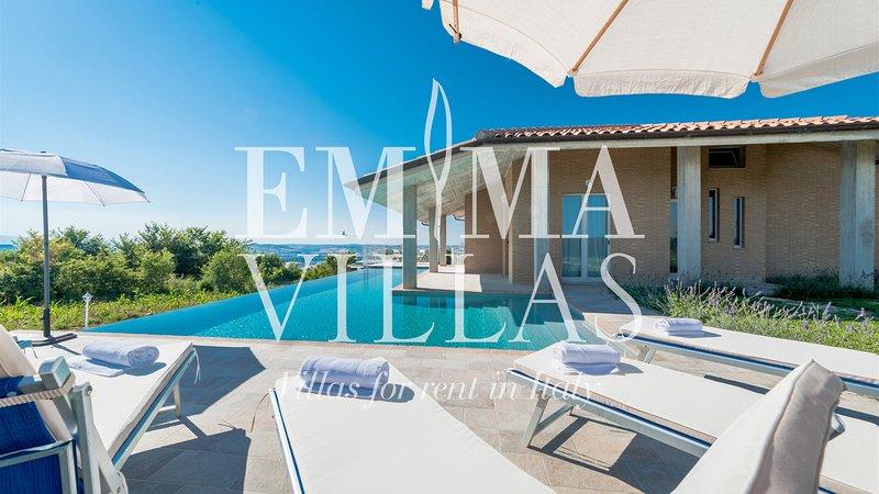 Casa di Eolo 8+2 sleeps, Emma Villas Exclusive, vacation rental in Macerata