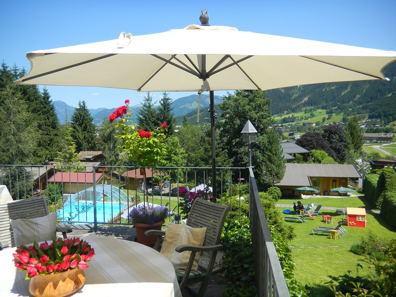 Breakfast with stunning views of the surrounding mountains - hiking holiday in Oberndorf in Tirol