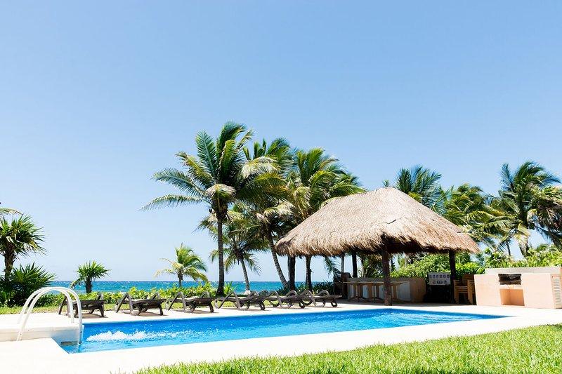Costa Brava B3 ➸  Amazing 2 BDR Apt With Full Window Balcony, vacation rental in Puerto Aventuras