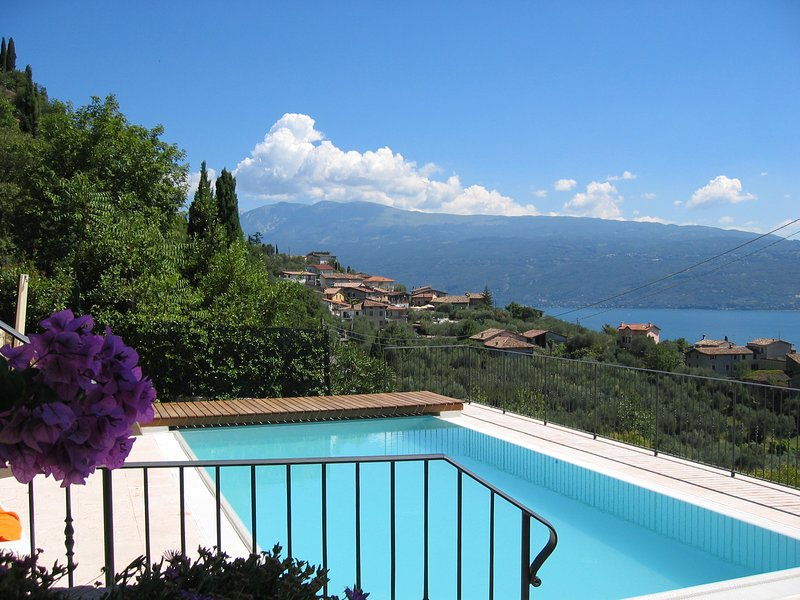 VILLA TOSCA: private pool & lake view close to town, holiday rental in Toscolano-Maderno