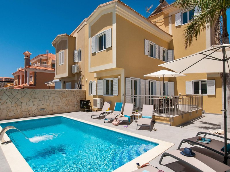 Villa Curie in Sonnenland with Pool, vacation rental in Meloneras