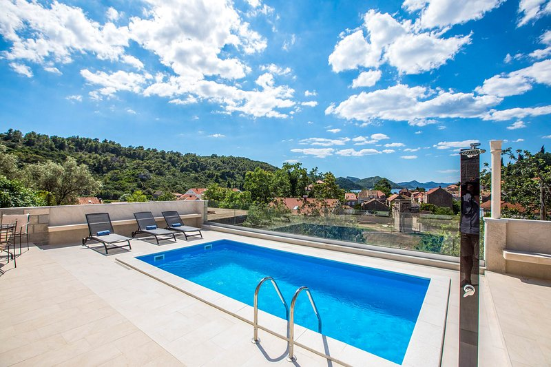 Palje Brdo Villa Sleeps 14 with Pool and Air Con - 5772807, vacation rental in Sipan