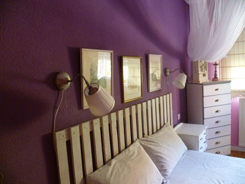 Apartamento, centrico, wifi gratis, aparcamientos libres, holiday rental in Alcanadre