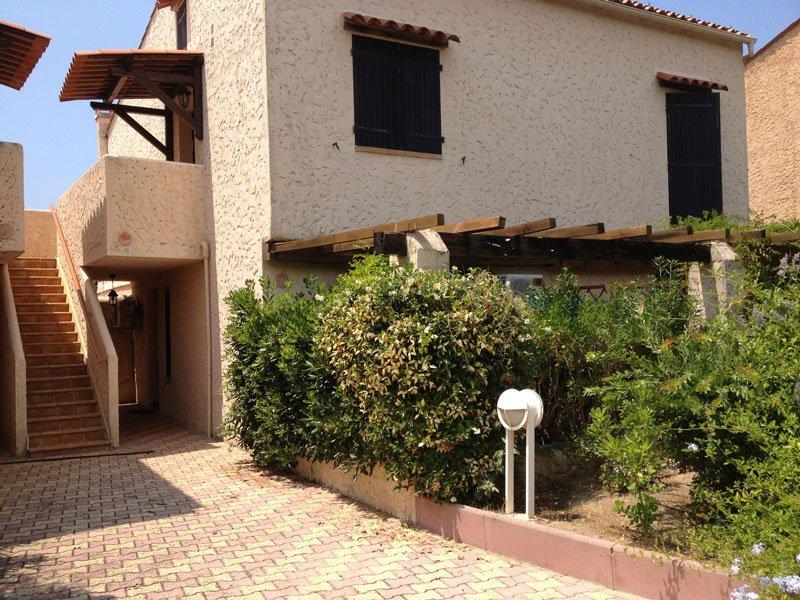Holiday apartment on the beach in Corsica, location de vacances à Calcatoggio