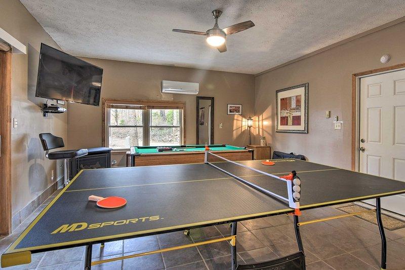 Localizado em Asheville e ostentando uma sala de jogos, esta casa não pode ser batida!