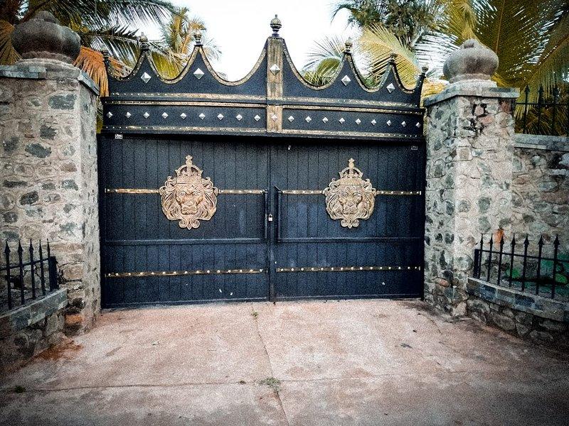 Pearl crown Homestay, vacation rental in Saliyapura