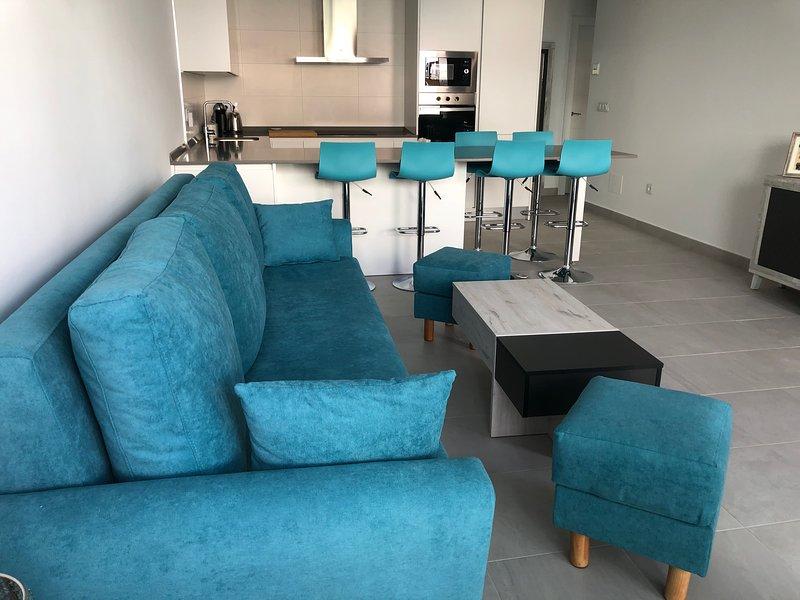 Modern new villa with private heated pool, hot tub, large solarium and free wifi, alquiler de vacaciones en San Pedro del Pinatar