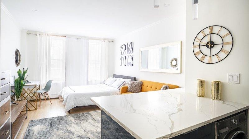 Super Luxury Upper East Side STUDIO ~4 RENT~ (u610), holiday rental in Woodside
