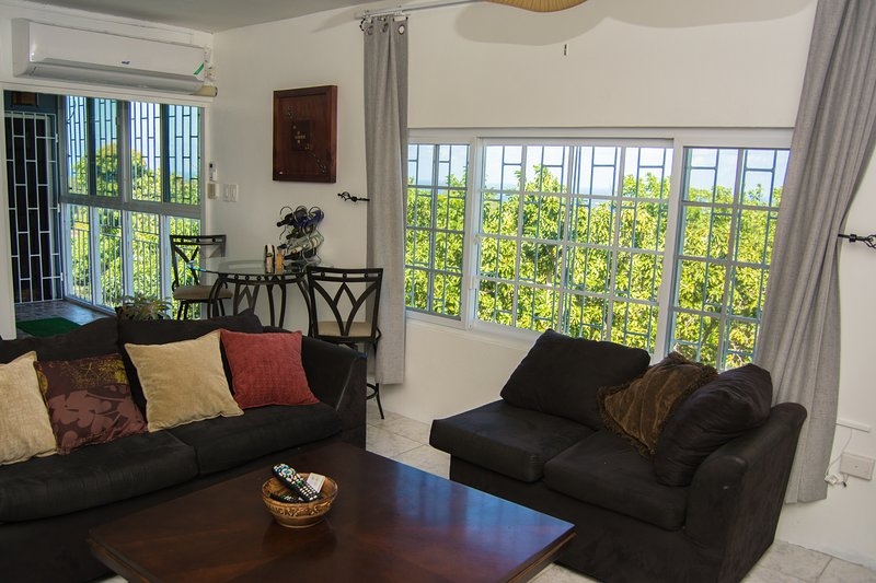 2 Bedroom Apt, 6 Minutes away from Airport Montego Bay – semesterbostad i Montego Bay