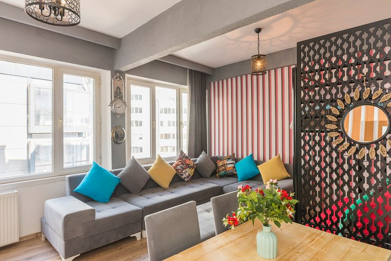 Best Location,Large Family Apartment,Taksim Square,2 Rooms,Balcony,Third Floor, holiday rental in Istanbul