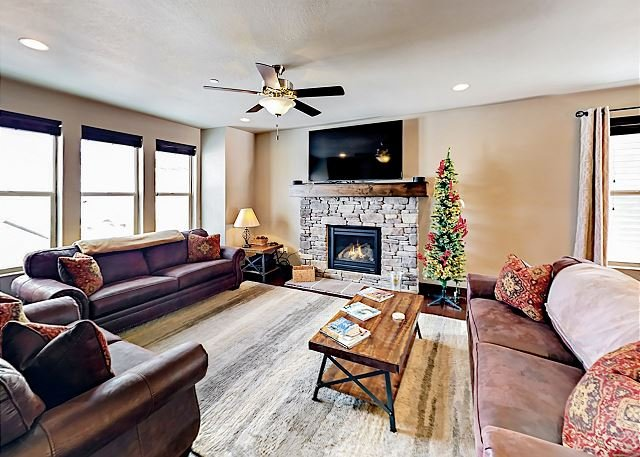 Stylish 3,100 Square Foot Townhome w/ Pool & Spa - 12 Minutes to Park City, alquiler vacacional en Kamas