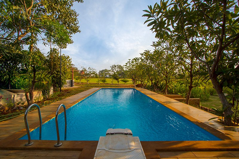 Nivaant Farms by Vista Rooms, holiday rental in Neral
