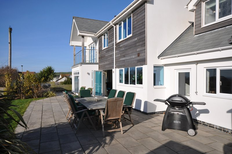 Seascape Croyde with private Hot Tub and 5 minute walk to Croyde Bay Beach, location de vacances à Braunton