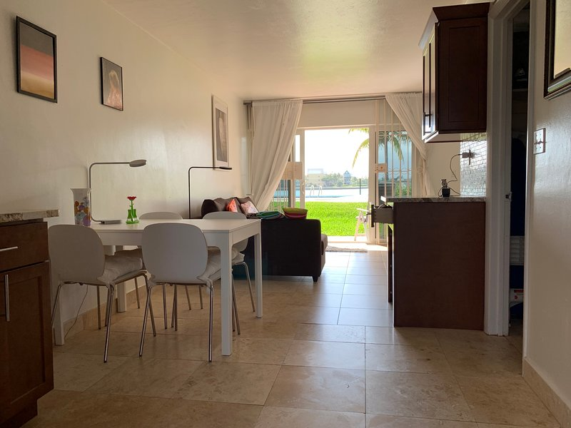 Luxurios bayview condo at Taino Beach, Ferienwohnung in Freeport