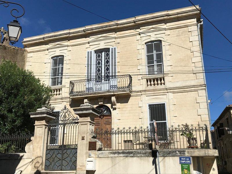 Chambre d'hôtes Couleurs de Camargue La Sagne 32 m2 possibilté  lits BB en plus, vacation rental in Franquevaux