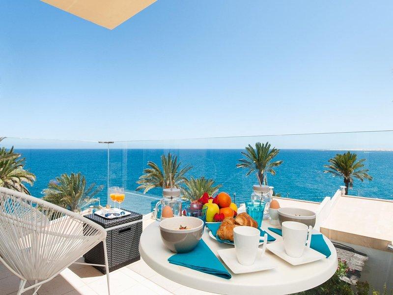 Las Flores apartment with sea views and terrace in San Agustin, location de vacances à San Agustin