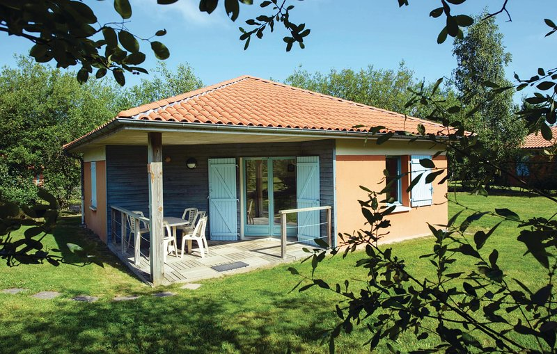 Nice home in LE FUILET with 2 Bedrooms and WiFi (FVM100), holiday rental in Jallais