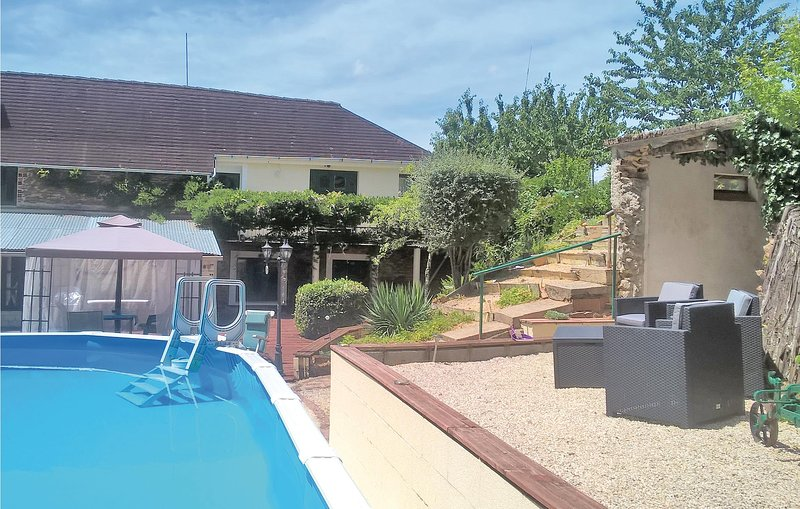 Awesome home in La Coquille with WiFi and 2 Bedrooms (FAD156), holiday rental in Saint-Priest-les-Fougeres