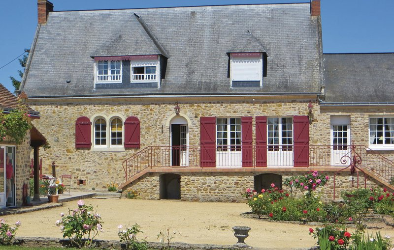 Awesome home in Juigne Sur Sarthe with WiFi and 4 Bedrooms (FVS002), holiday rental in Brulon