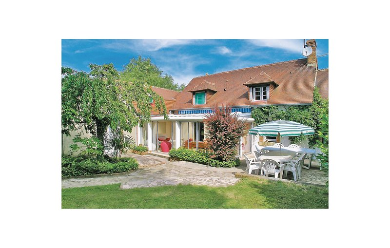 Awesome home in Brette les Pins with WiFi and 4 Bedrooms (FVS015), holiday rental in Marigne-Laille
