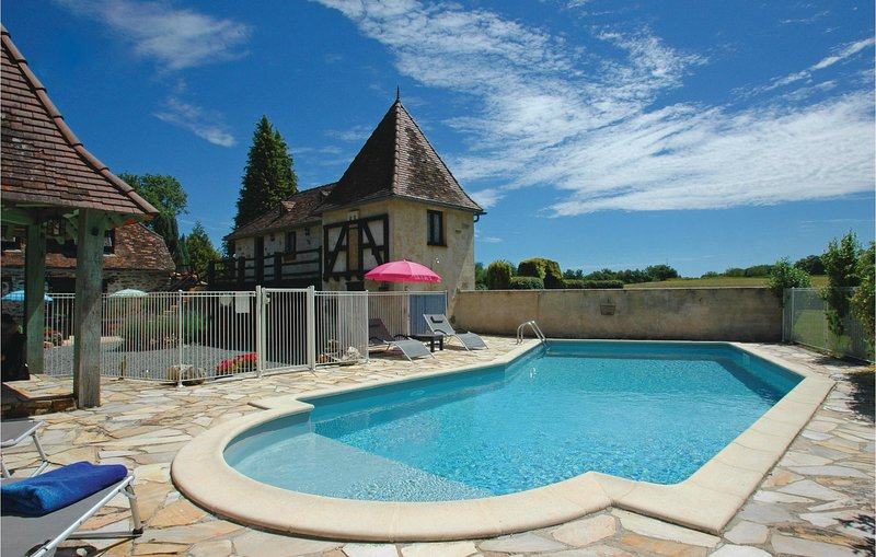 Beautiful home in Savigvac-Lédrier with WiFi, Outdoor swimming pool and 1 Bedro, location de vacances à Savignac-Lédrier