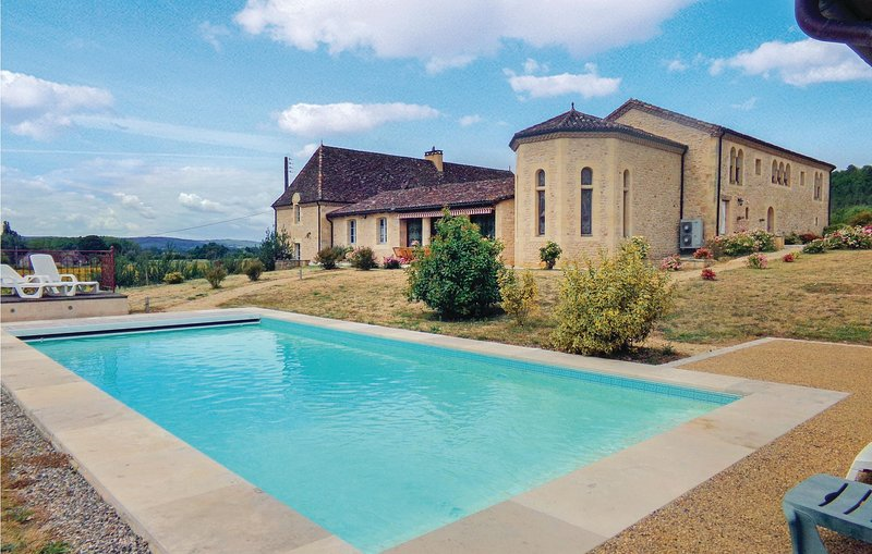 Stunning home in Limeuil with WiFi, Outdoor swimming pool and 6 Bedrooms (FAD296, holiday rental in Paunat