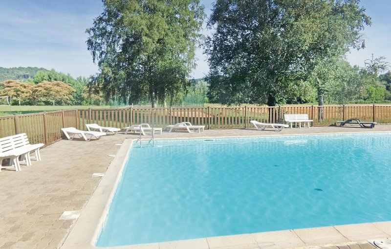Beautiful home in Limeuil with Outdoor swimming pool and 3 Bedrooms (FAD300), holiday rental in Paunat