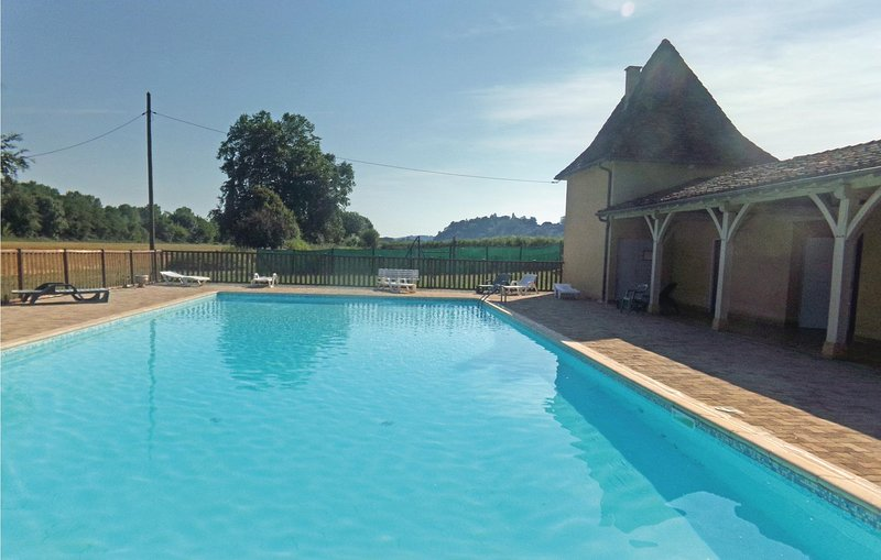 Stunning home in Limeuil with Outdoor swimming pool and 2 Bedrooms (FAD298), holiday rental in Paunat