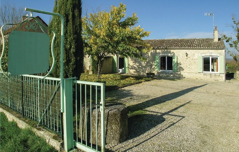 Amazing home in St Meard de Gurcon with Jacuzzi, WiFi and 5 Bedrooms (FAD357), holiday rental in Saint-Remy