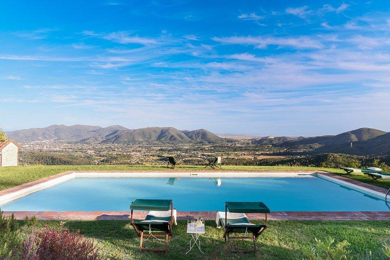 11th CENTURY VILLA, Stunning View & Pool, Unrivaled Private Setting near Lucca, casa vacanza a Lucca